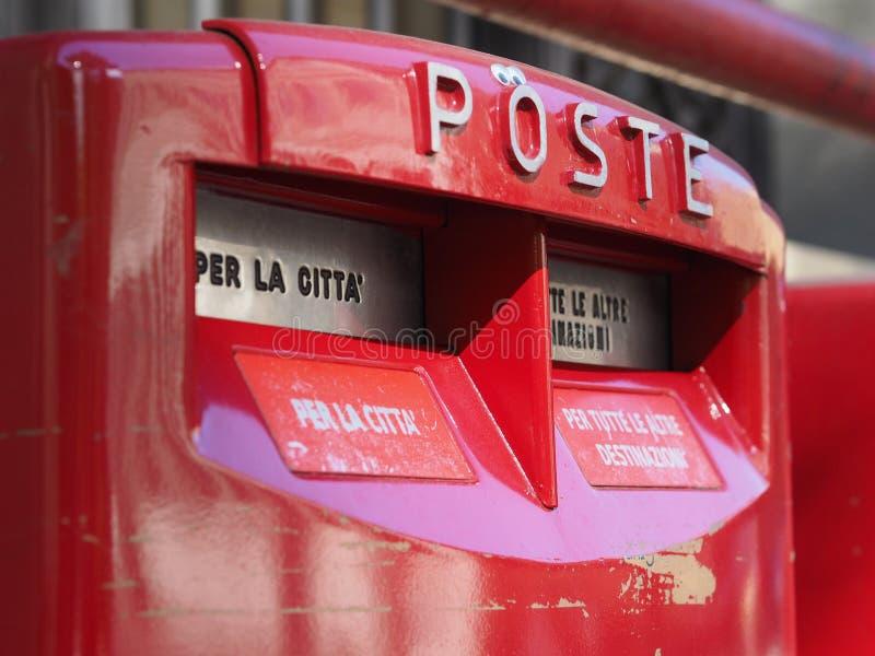 Włoski postbox skrzynka pocztowa, listowy pudełko lub dropbox (aka, obraz royalty free