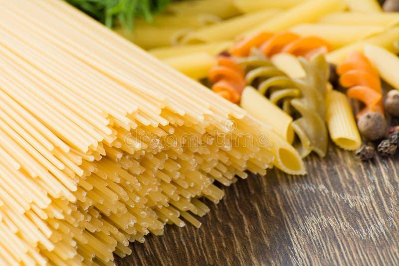 Włoski spaghetti i pikantność zdjęcia stock