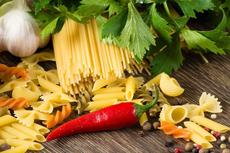 Włoski spaghetti i warzywa zdjęcia stock
