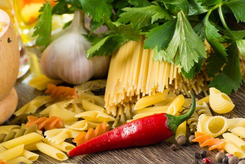 Włoski spaghetti i warzywa obraz stock