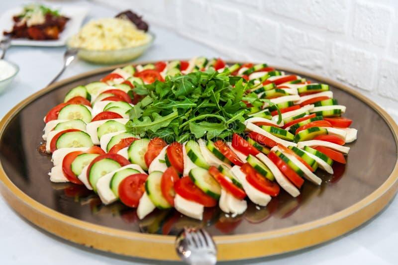 Włoski starteru posiłek na drewnianym talerzu zdjęcie stock