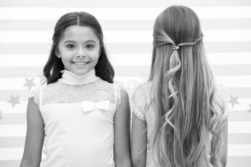 Włosy i skincare jaki fryzura jakby chce ty włosy i skincare dla msall dziewczyn - moda modele zdjęcie stock