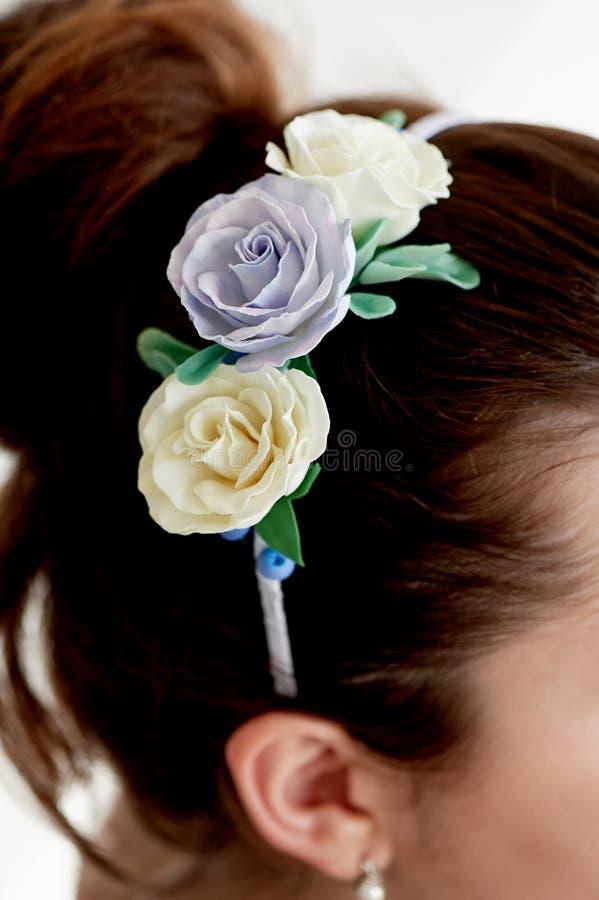 Włosy w babeczce Włosiany akcesoryjny handmade zakończenie Twarz widoczna fotografia royalty free