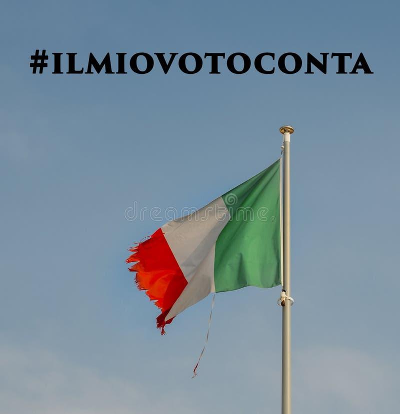 Włoszczyzny flaga na masztowym dmuchaniu w wiatrze z rozdzierającymi kątami Ilmiovoto conta tłumaczy w włoszczyźnie angielszczyzn obrazy stock