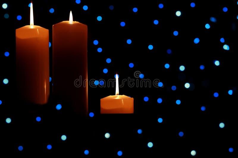 wśród błękitny świeczek wielcy światła zaświecali trzy zdjęcia royalty free