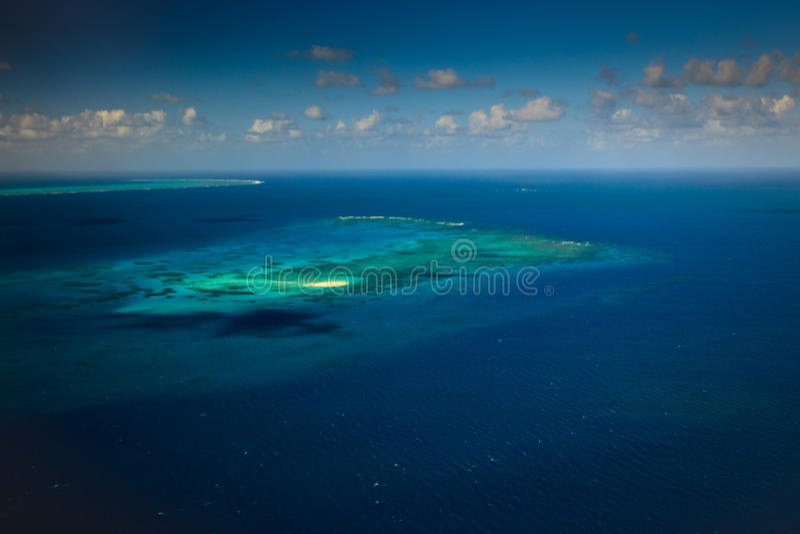 wśród cay koralowa wyspa refuje dennego upolu obraz royalty free