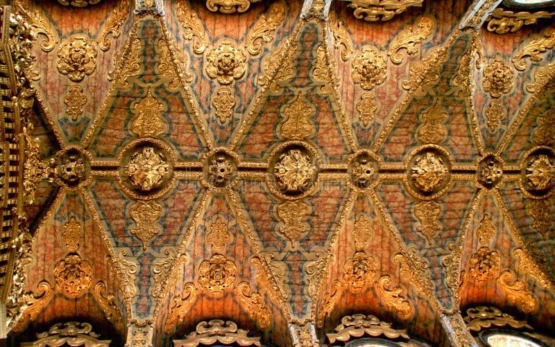 Wśrodku barokowego kościół Santa Clara zdjęcia stock