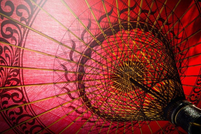 Wśrodku czerwony parasolowy tradycyjnego fotografia royalty free
