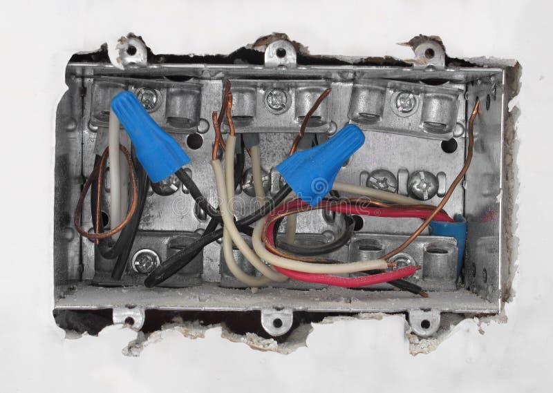 Download Wśrodku Elektrycznego Pudełka W Drywall. Zdjęcie Stock - Obraz złożonej z waller, czerwiec: 28974968