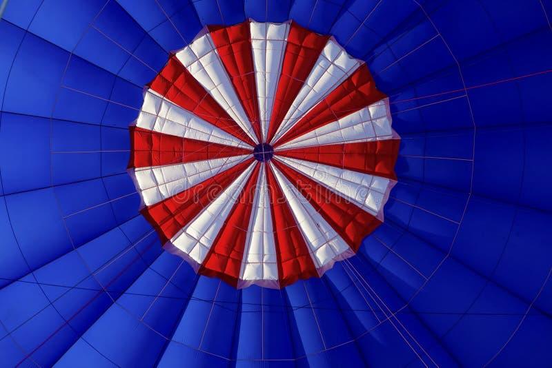 Wśrodku gorące powietrze balonu Podczas lota obrazy stock