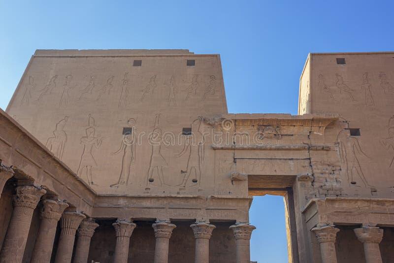 Wśrodku hipostyl sali świątynia Horus zdjęcie stock