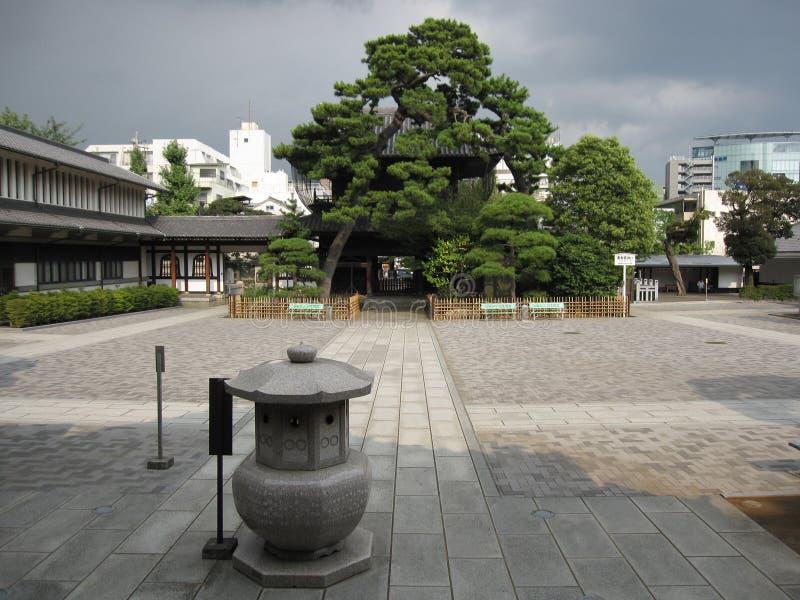 Wśrodku Japońskiego Buddyjskiej świątyni jarda obraz royalty free