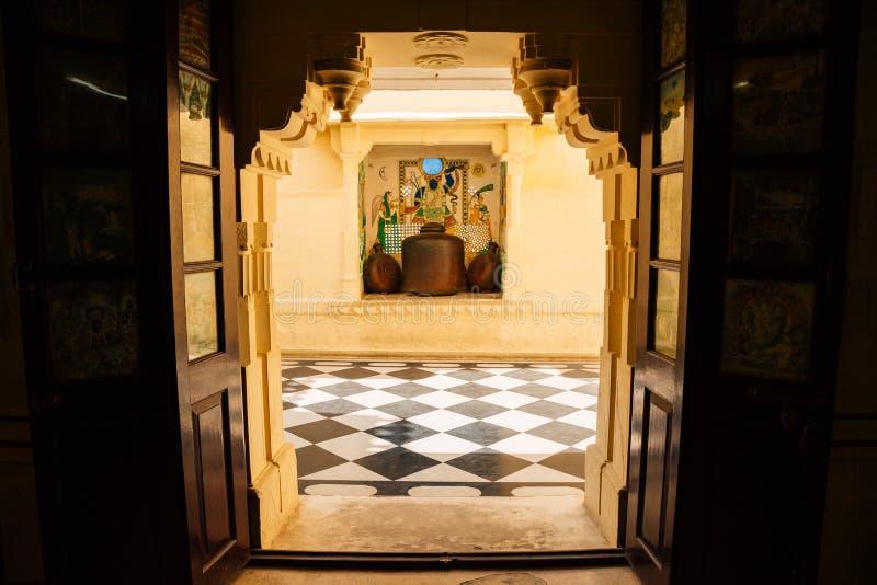 Wśrodku miasto pałac dziejowej architektury w Udaipur, India fotografia royalty free