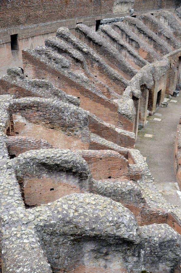 Wśrodku ruin Colosseum Rzym, Lazio, Włochy zdjęcia stock
