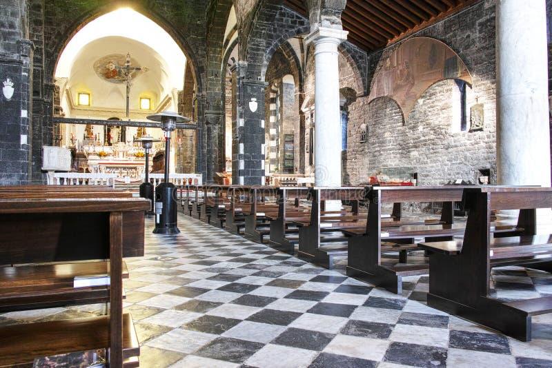 Wśrodku starego kościół w portovenere zdjęcia royalty free