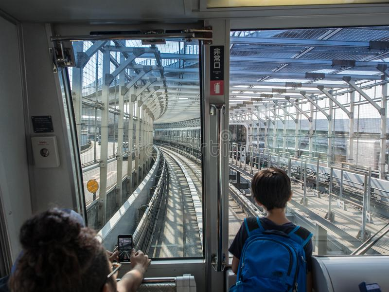 Wśrodku tęcza mostu, Yurikamome linia, Tokio, Japonia zdjęcie royalty free