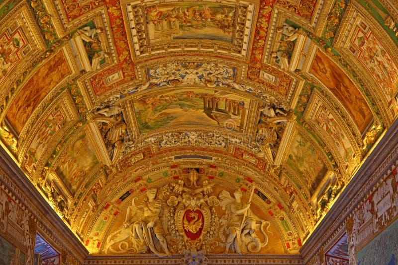 Wśrodku Watykańskiego muzeum jeden wielcy muzea w światowych Watykańskich galeriach obrazy stock