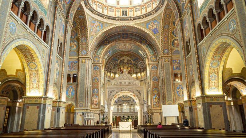 Wśrodku Wotywnej katedry Nasz dama Węgry i kościół, Dom w Szeged fotografia stock