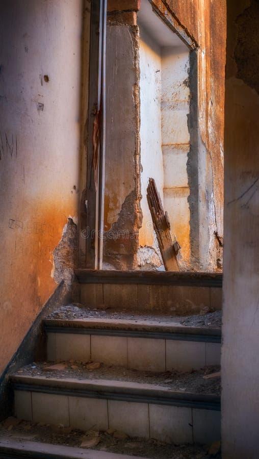 Wśrodku zaniechanego domu obraz royalty free