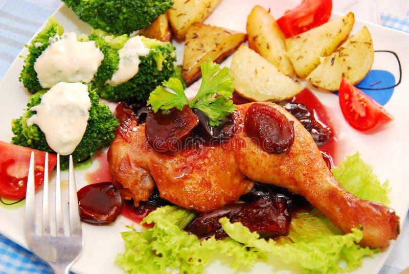 W śliwkowym kumberlandzie kurczak piec noga obrazy stock