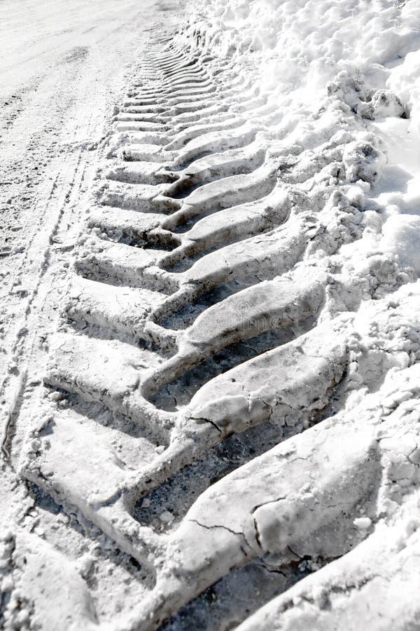 W śniegu opona ślad zdjęcia royalty free