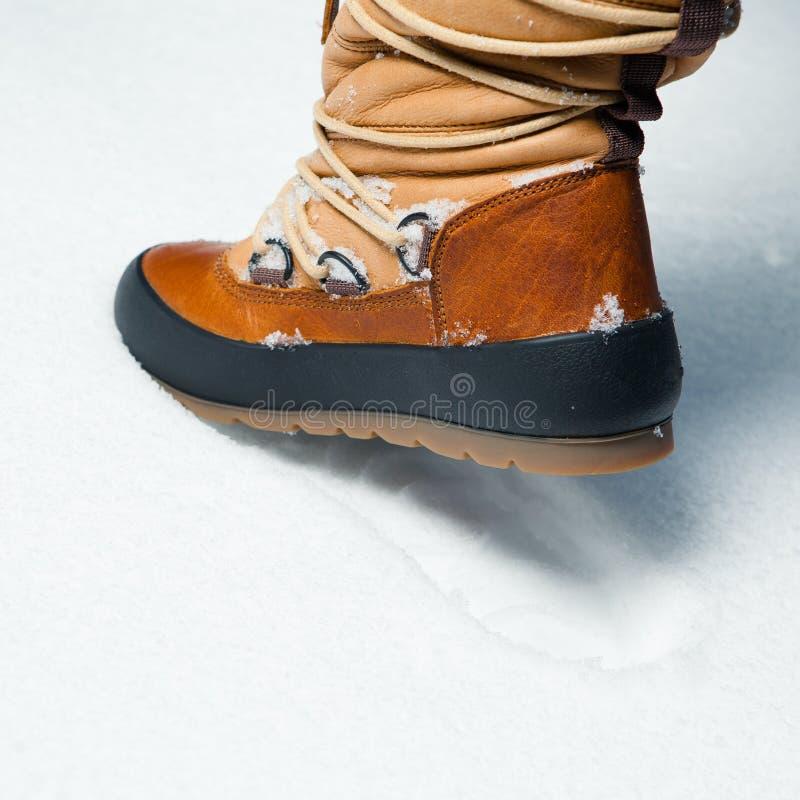 W śniegu zima but zdjęcia stock
