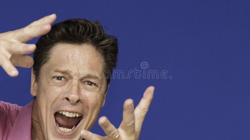 W średnim wieku mężczyzna szczęśliwy z życiem, niepełnosprawny, fotografia stock