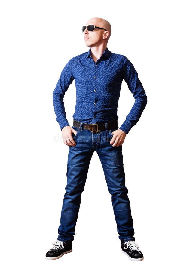 W średnim wieku mężczyzna w koszula i niebieskich dżinsach fotografia stock