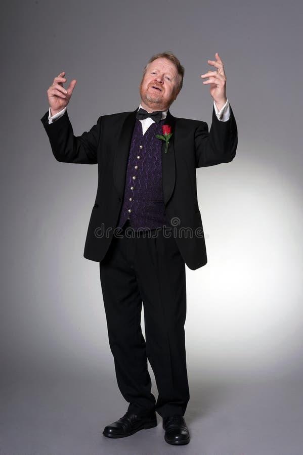 W średnim wieku opera piosenkarza spełnianie zdjęcie royalty free