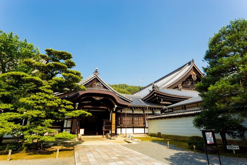 w Świątynnej Bocznego wejścia ścieżce Kyoto H zdjęcia stock