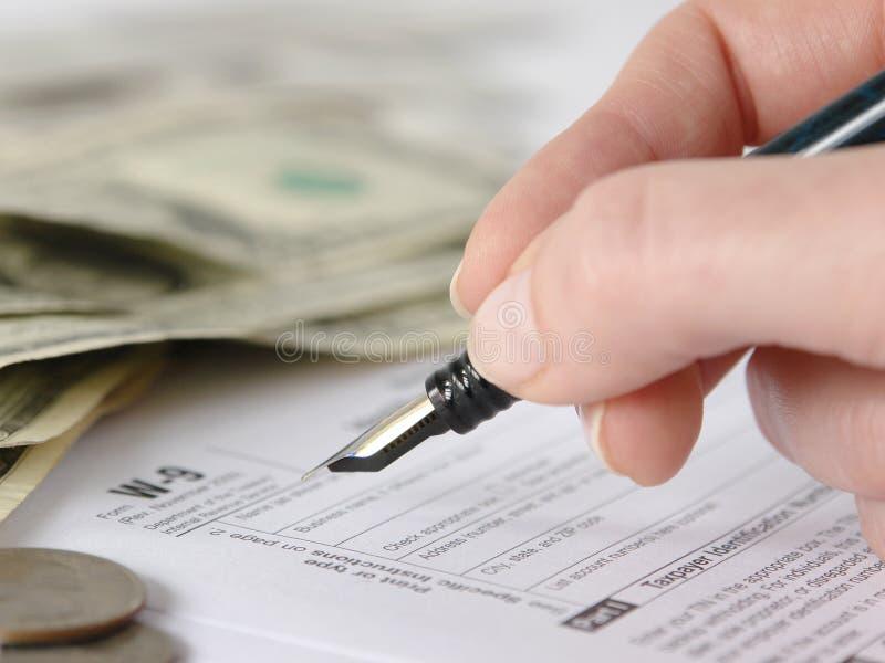w 9 formularz napełniające podatku obraz royalty free