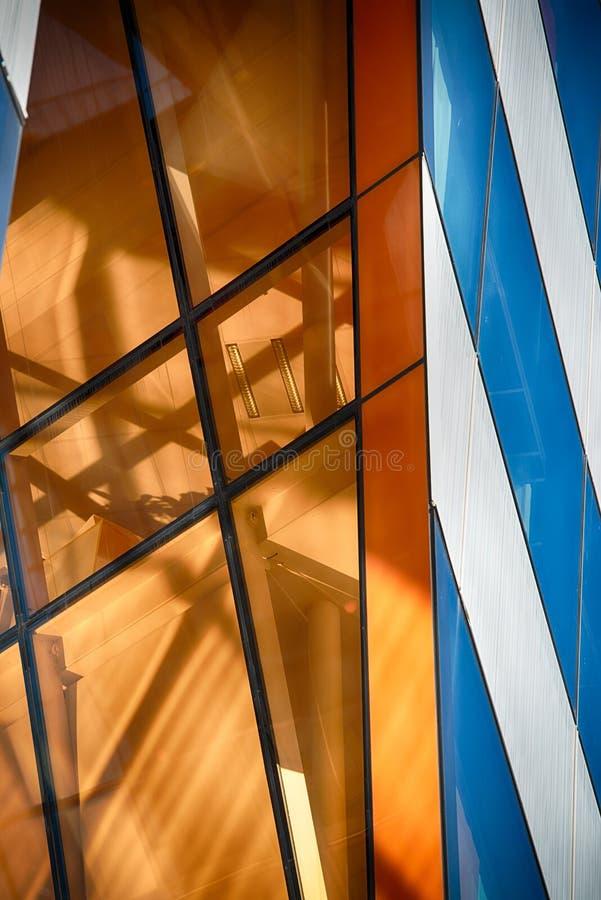 W Abstrakcie nowożytny Szklany Budynek fotografia royalty free