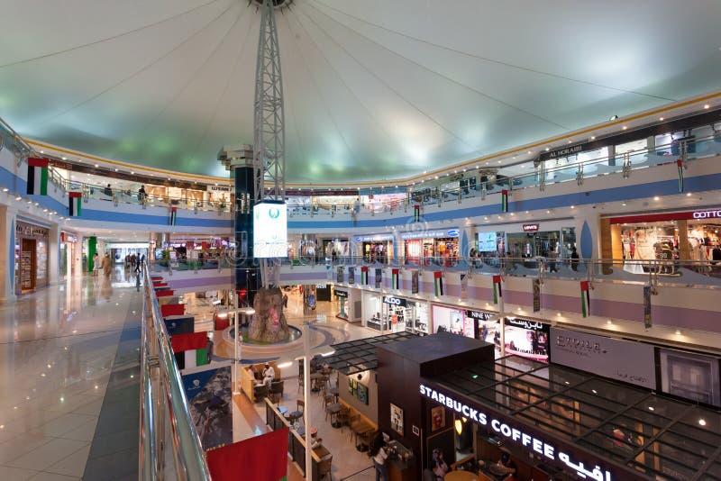 W Abu Marina Centrum handlowe Dhabi fotografia stock