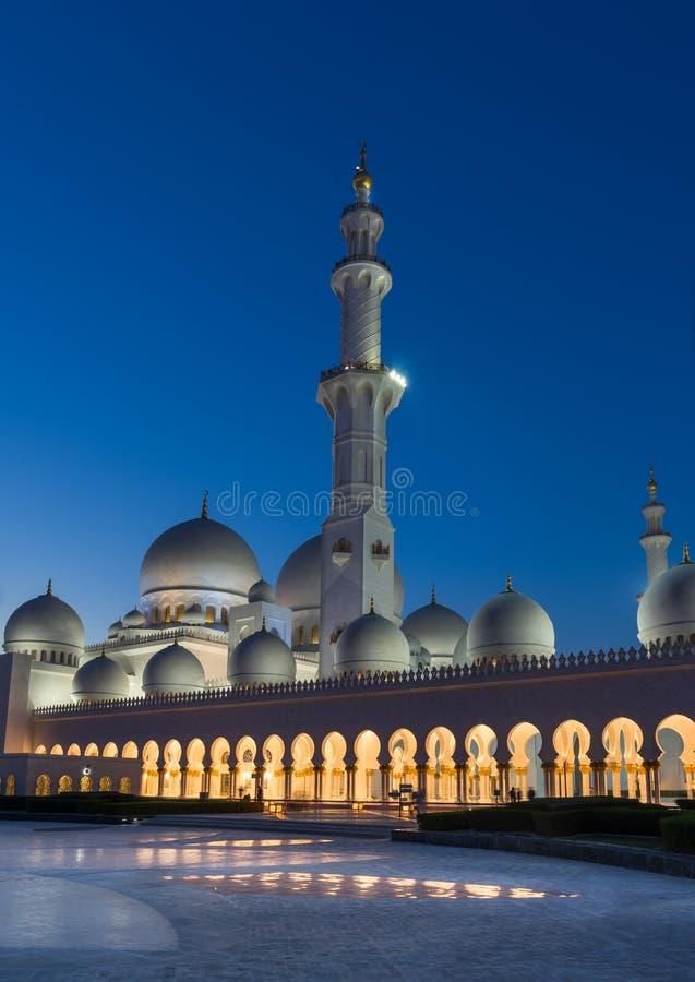 W Abu Uroczysty Sheikh Meczet Zayed Dhabi zdjęcia stock
