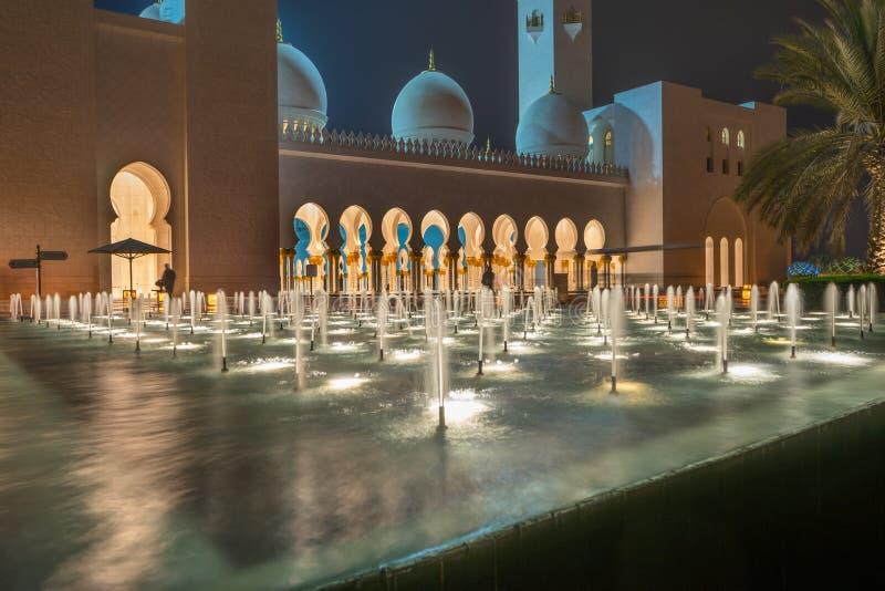 W Abu Uroczysty Sheikh Meczet Zayed Dhabi obraz stock
