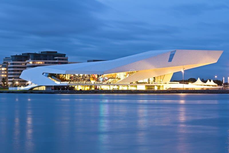 W Amsterdam Holandiach nowożytny budynek zdjęcia stock