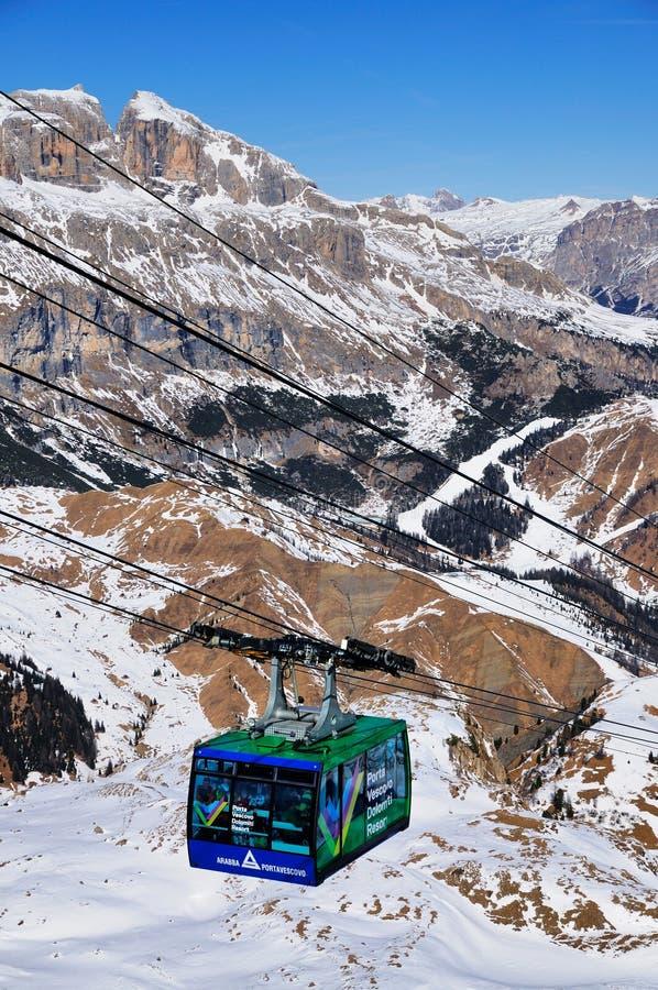 W Arabba narciarska Gondola, Włochy obraz stock