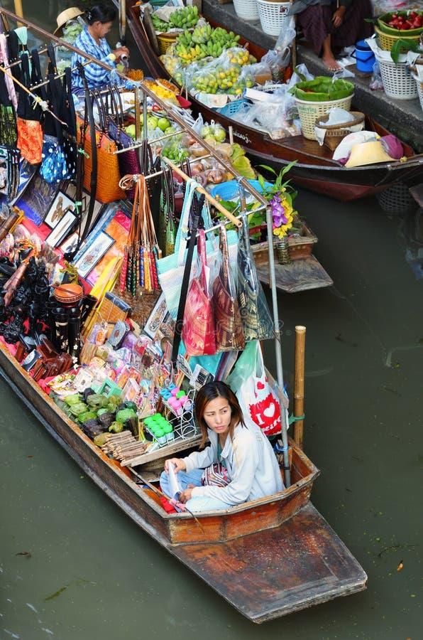 W Bangkok tradycyjny spławowy rynek zdjęcie royalty free