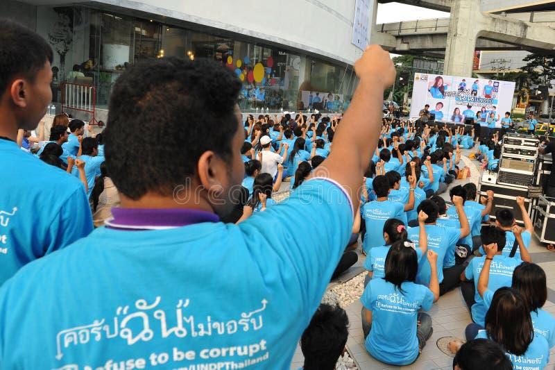 Download W Bangkok Wiec zdjęcie stock editorial. Obraz złożonej z błękitny - 28118793