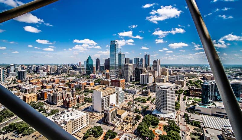 W centrum Dallas Texas miasta linii horyzontu miasta pejzażu miejskiego dnia czas zdjęcie stock
