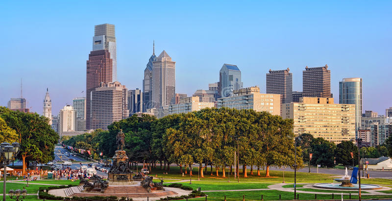 W centrum Filadelfia PA Pejzaż miejski Miasta Linia horyzontu zdjęcia royalty free