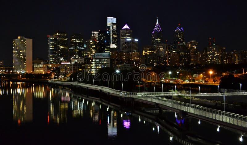 W centrum Filadelfia przy nocą zdjęcie royalty free