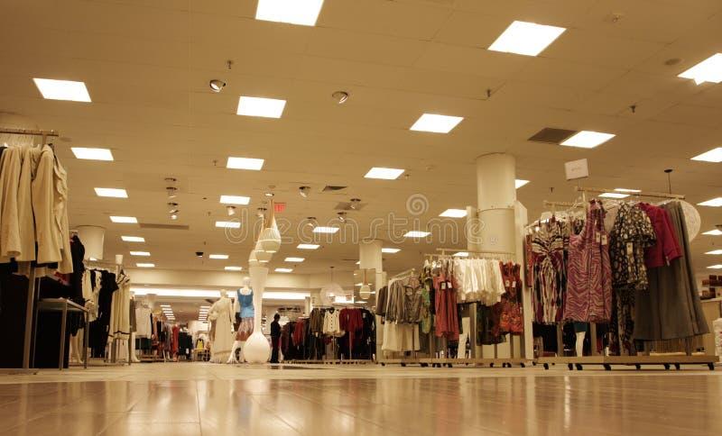w centrum handlowym zakupów