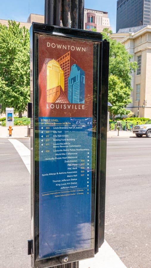 W centrum Louisville kierunków mapa - LOUISVILLE USA - CZERWIEC 14, 2019 zdjęcia royalty free