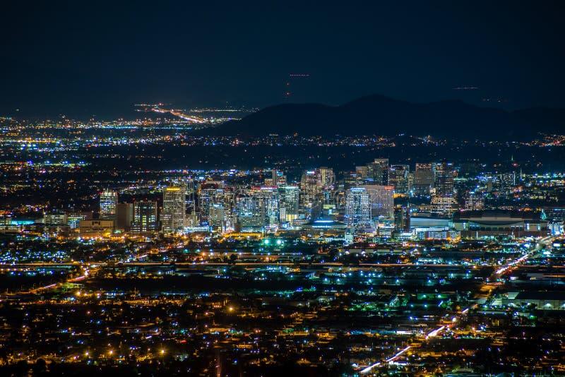 W centrum Phoenix przy nocą zdjęcia stock