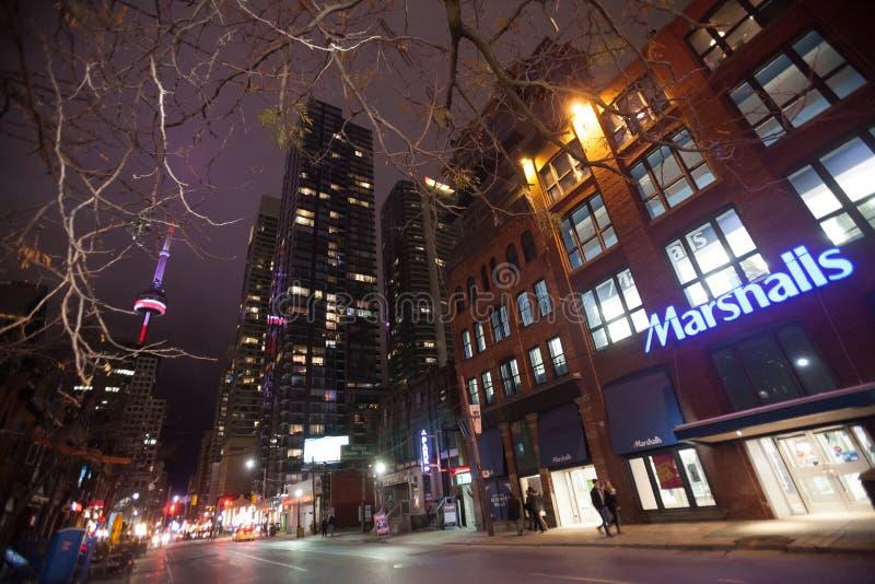 W centrum Toronto, królowa Uliczny Zachodni Kanada obraz stock