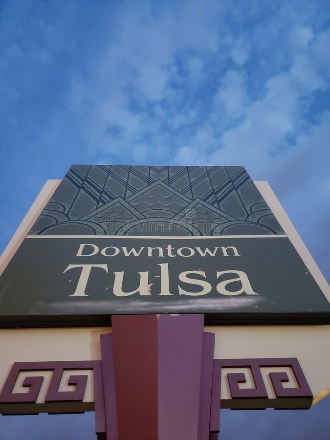 W centrum Tulsa znak, Oklahoma stanu usa zdjęcia royalty free