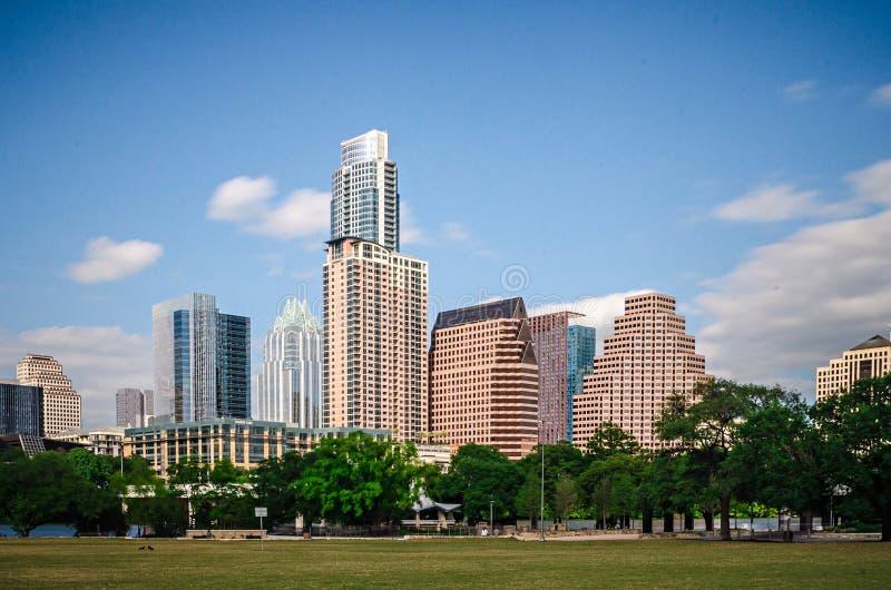 W centrum widok Austin Texas linia horyzontu z niebieskim niebem obrazy stock