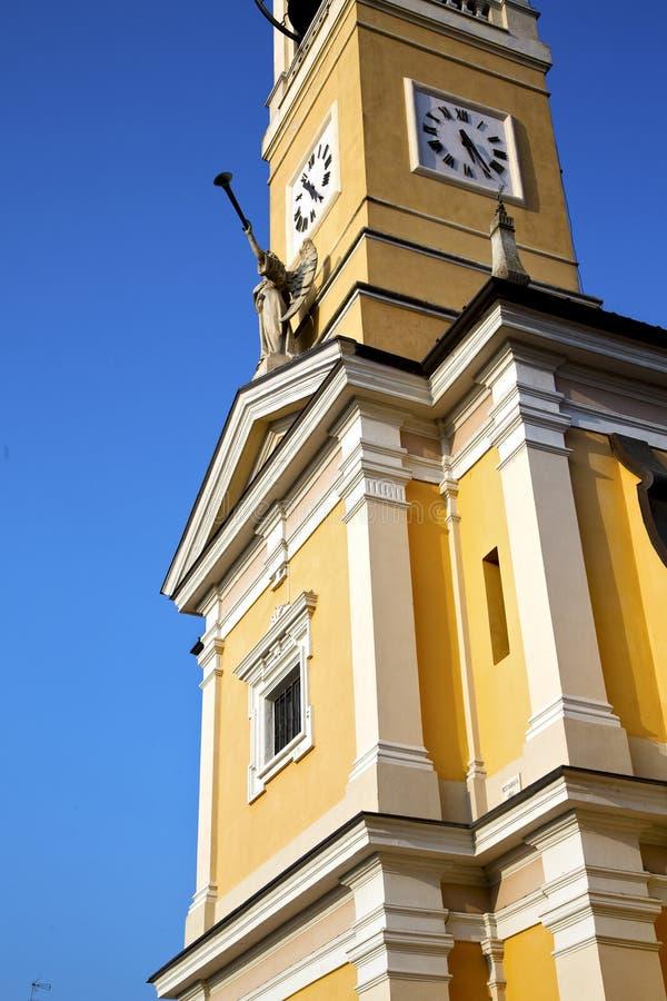 W cislago Italy ściany i kościelnego dzwonu słoneczny dzień obraz royalty free
