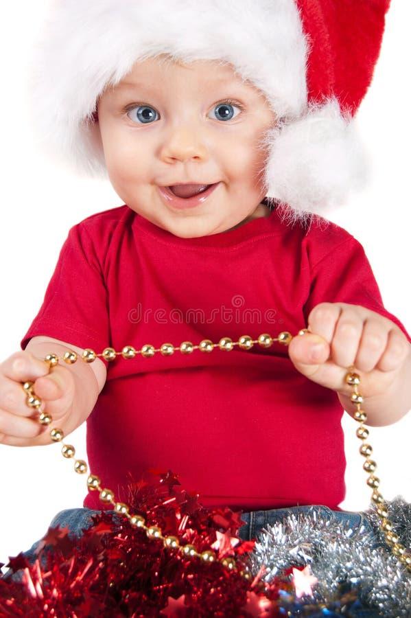 W czerwonym kapeluszu bożego narodzenia uroczy dziecko zdjęcia stock